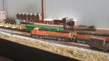 BNSF rumbles through Allied Rail