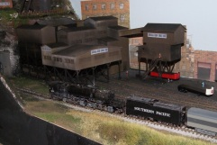 SP 'Owl' passing coal mine