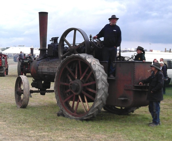 GDSF 2015 Traction Engine Timber Clad 2