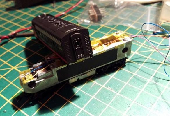 Bacmann F7 DCC Install 27